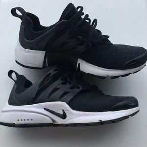 Women's Black Nike Presto Size 5